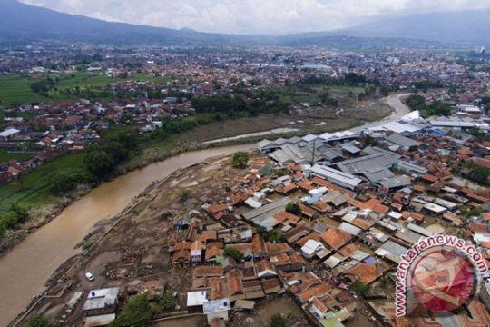Akibat banjir bandang di Garut, santri batal ujian