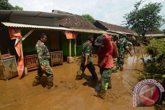 Banjir lumpur tutup jalan raya Garut-Cikajang