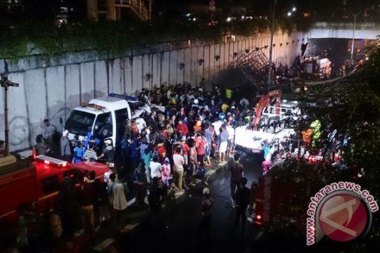 Polda Metro libatkan puslabfor selidiki jembatan ambruk