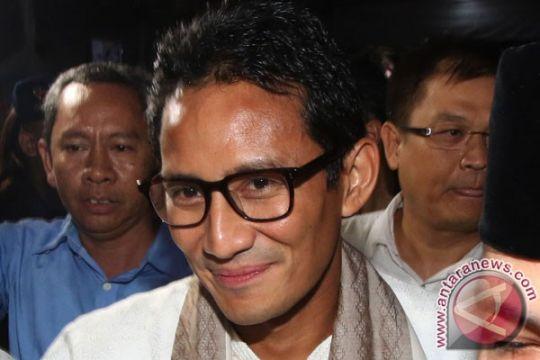 Datang ke Jatinegara, Sandiaga disambut pamplet KJP Plus