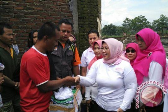 Persaudaraan Isteri Anggota DPR bantu korban banjir Garut