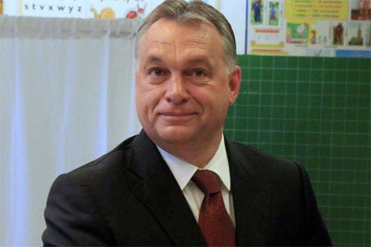 Puluhan ribu orang unjuk rasa menentang kekuasaan PM Hungaria