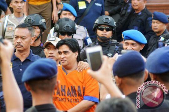 Polisi buka gudang harta pengikut Dimas Kanjeng di Makassar
