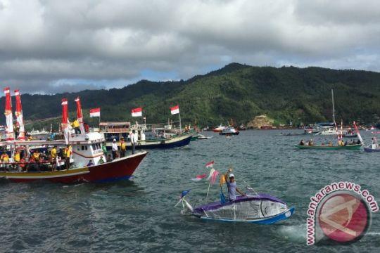 Sejumlah nelayan Bitung terima perahu bantuan KKP