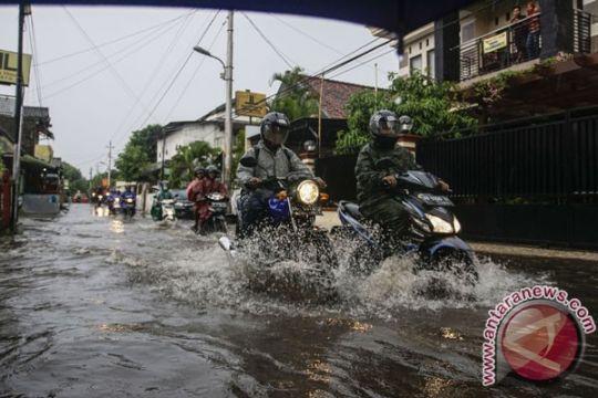 Hujan deras akibatkan banjir dan longsor di DIY