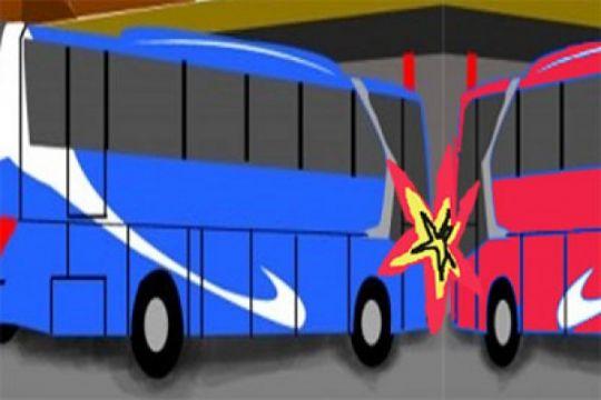 Dua tewas akibat bus pariwisata tabrak truk di Tol Ngawi