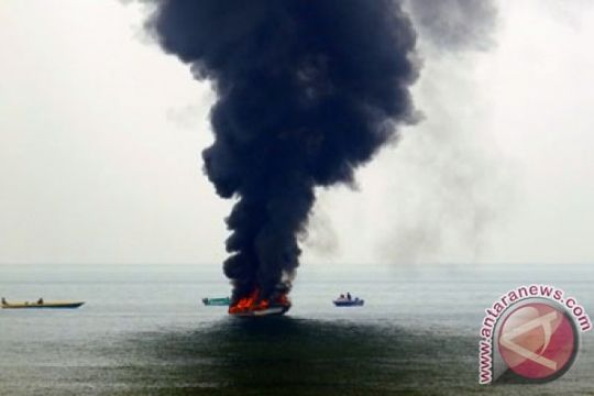 Seedboat terbakar di Raja Ampat