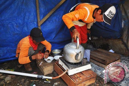 Pemulung buat kopi dan masakan dengan gas metan sampah