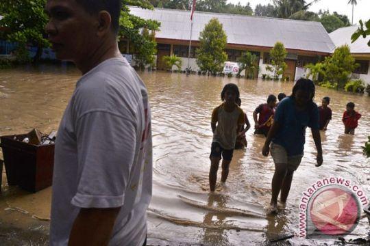 Tanah longsor dan banjir landa Manado