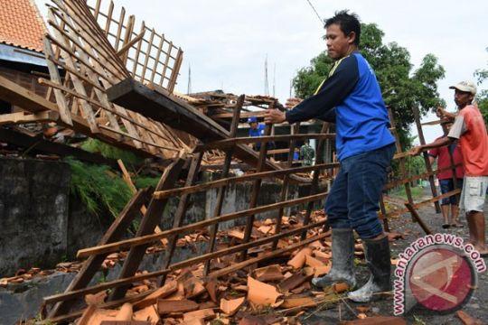 Puting beliung terjang belasan desa di Trenggalek