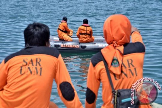 Tim SAR evakuasi satu jenazah ABK kapal Makmur Rejeki