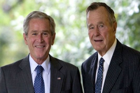 Mantan Presiden AS George HW Bush pulih dari pneumonia