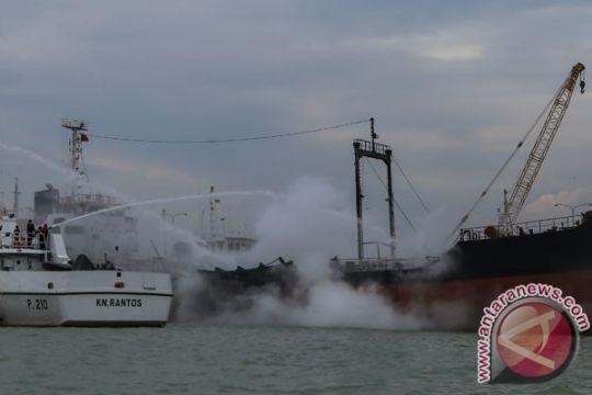 Arus kencang, kapal tanker tabrak Jembatan 2 Barelang