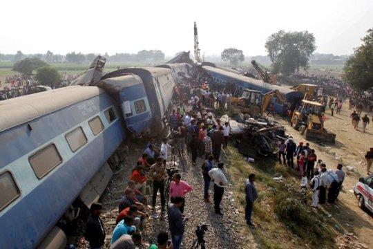 Kereta tergelincir di India Utara, dua orang tewas dan puluhan terluka