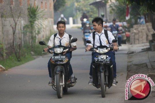 Polisi tindak penyedia parkir di luar sekolah