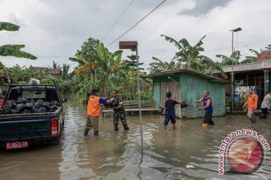 Polisi buka-tutup jalan Kroya-Yogyakarta karena banjir
