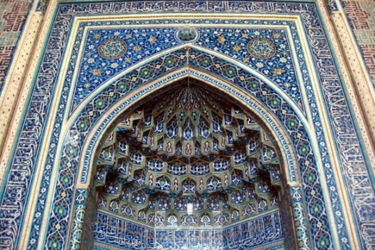 Iran berencana buka kembali masjid di area bebas corona