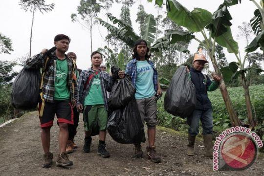 1.500 pendaki ikuti kegiatan bersih-bersih Gunung Slamet