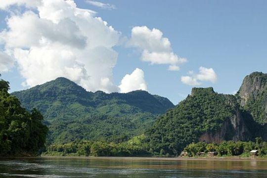 Belasan turis asal China meninggal akibat kecelakaan bus di Laos