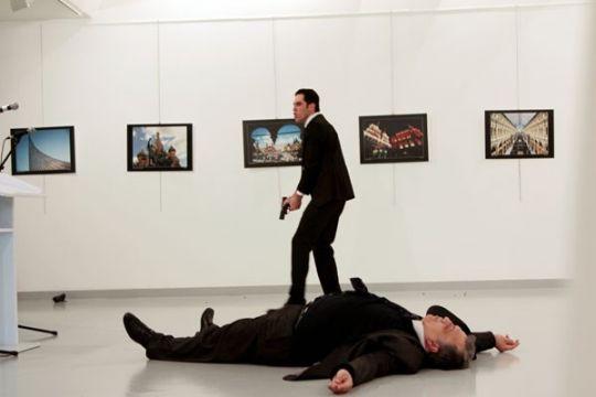 Kisah fotografer yang memotret detik-detik  penembakan duta besar Rusia