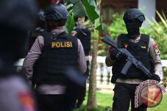 Densus 88 tangkap lima orang di Blitar terkait terorisme