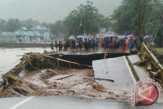 Banjir sebabkan jaringan Telkomsel di Bima dan sekitarnya terganggu