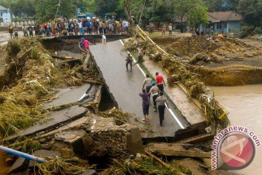 Korban banjir Bima dapat bantuan Rp500 ribu per rumah