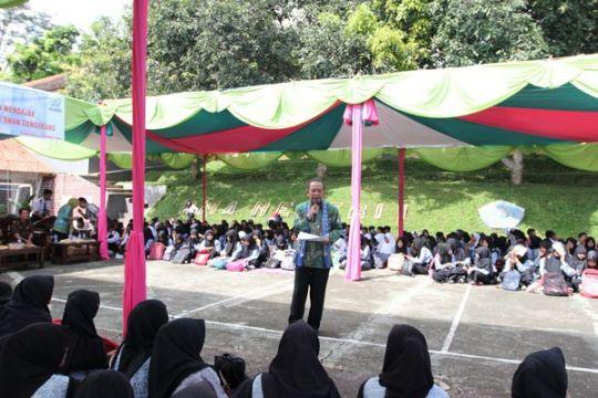 Direksi ASABRI mengajar di kelas inspirasi