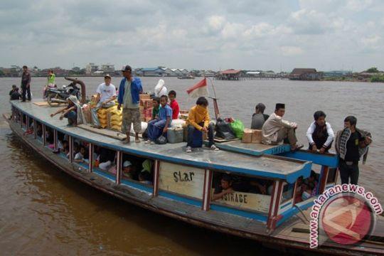 Perahu  bermuatan puluhan pelajar karam di sungai mentaya