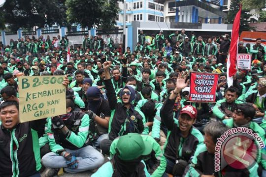 Pengemudi ojek online Bekasi gelar aksi solidaritas atas tewasnya Suprapto