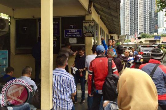 Jelang tarif baru pengesahan STNK, pemilik kendaraan padati Samsat Jaksel