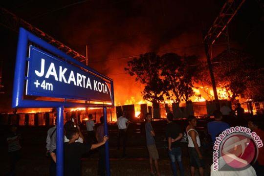 KRL Duri-Tangerang sempat dihentikan sementara karena kebakaran