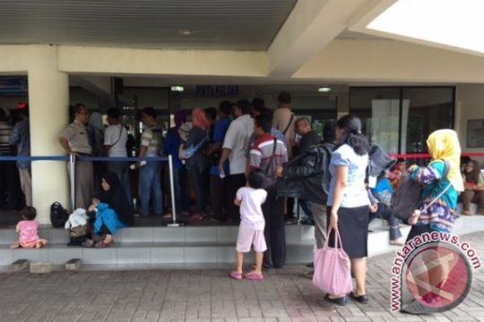 Kantor Samsat padat, petugas imbau warga kunjungi gerai keliling