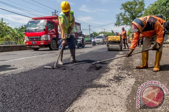 Ruas jalan nasional di Banyumas mulai diperbaiki