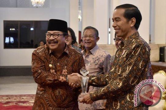 Surya Paloh pastikan Pakde Karwo dukung Jokowi