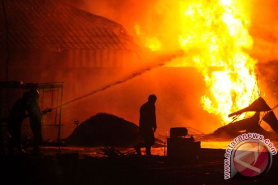 Kebakaran hanguskan belasan rumah dan barak di Palangka Raya