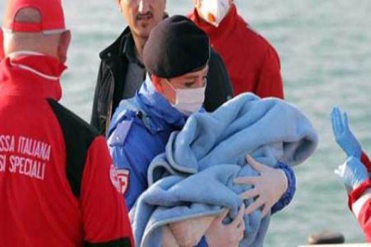 2.000 lebih migran diselamatkan secara dramatis di Laut Mediterania