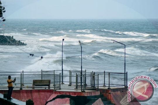 BMKG: gelombang tinggi terjadi di perairan Indonesia