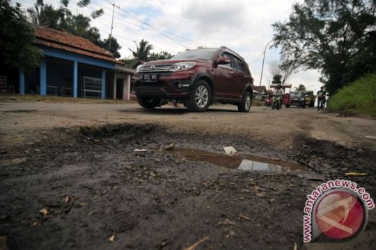 Perbaikan jalan-jalan rusak di Jateng dimulai bulan ini
