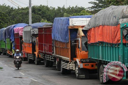 Sopir truk lintas Sumatera keluhkan pungli