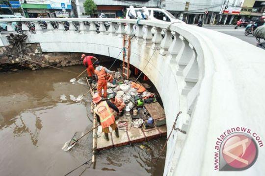 Banjar siapkan kapal pengangkut sampah di Sungai Martapura