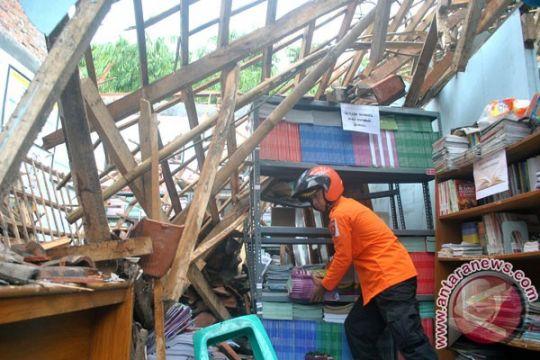 Perpustakaan nyaris ambruk meski belum digunakan