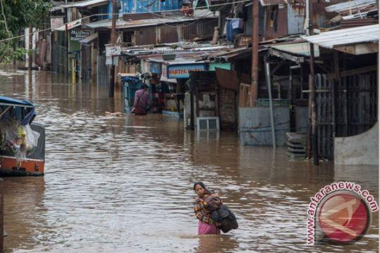 Jakarta Timur-Jakarta Selatan banjir akibat luapan Kali Ciliwung