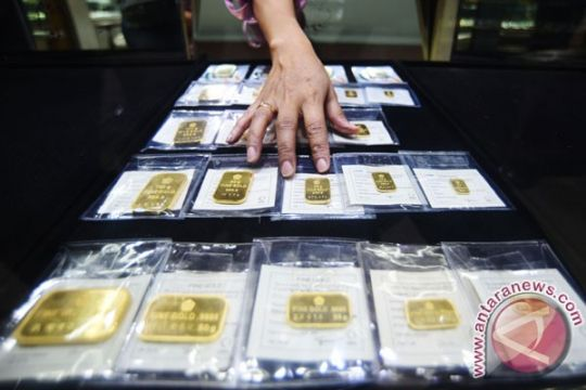 Harga emas batangan Antam turun 6.054 poin