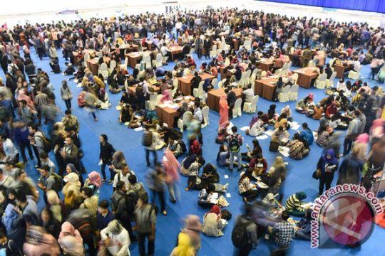 Ribuan pencari kerja ramaikan Bursa Kerja Surabaya