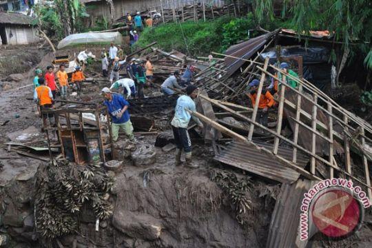 Tiga warga Kota Bogor tewas akibat bencana banjir-longsor