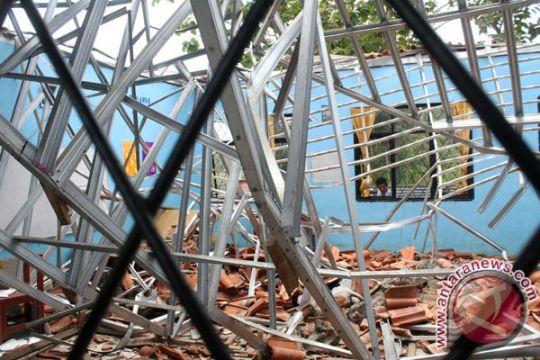 Bangunan SMAN 30 Garut ambruk