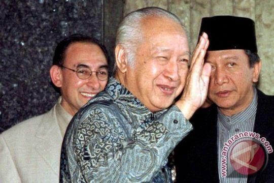 Soeharto lengser dan upaya mengenangnya