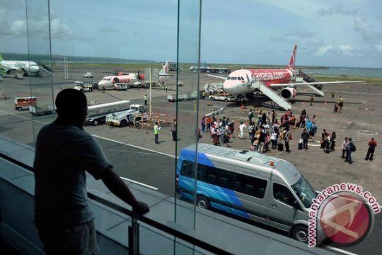 Budi Sumadi beri penghargaan petugas temukan ratusan detonator di bandara