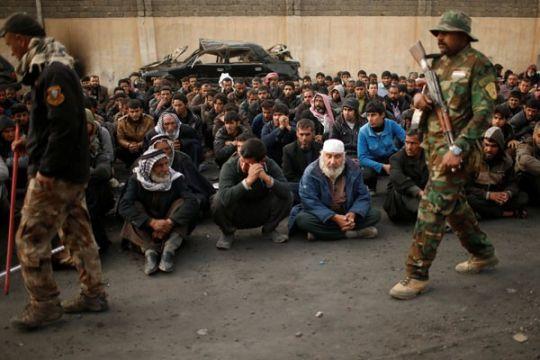 Banyak jatuh korban sipil, Irak tunda ofensif ke Mosul barat
